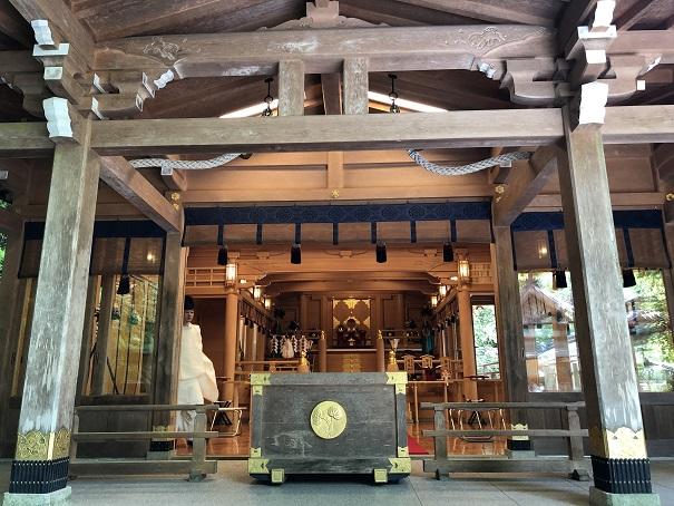 本宮に高龗神をご祭神として祀る神社