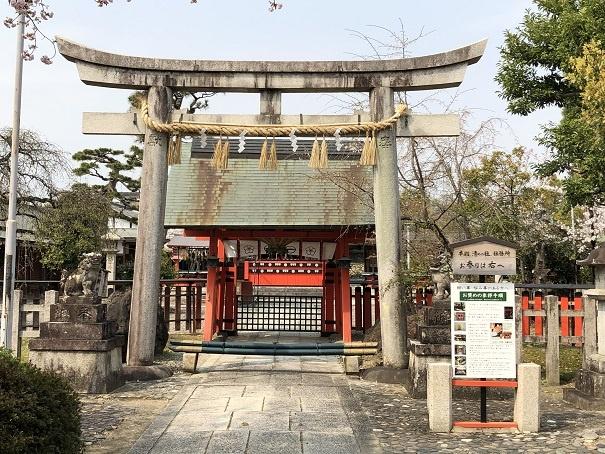 車折神社 中門