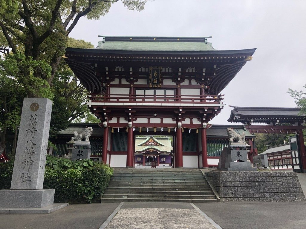 篠崎八幡神社の社号碑と朱門