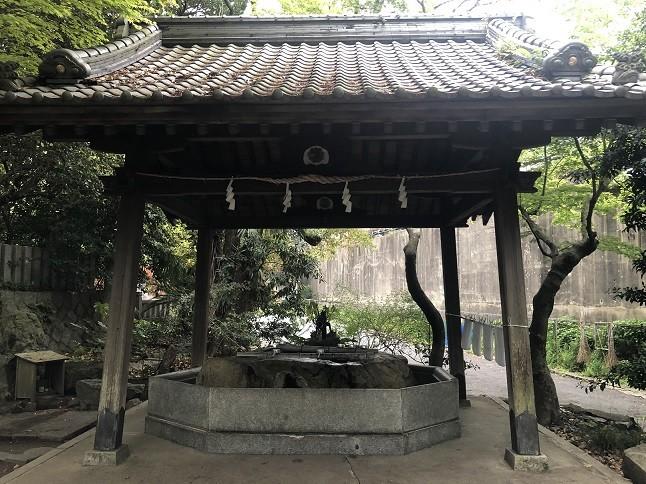 戸上神社の手水舎