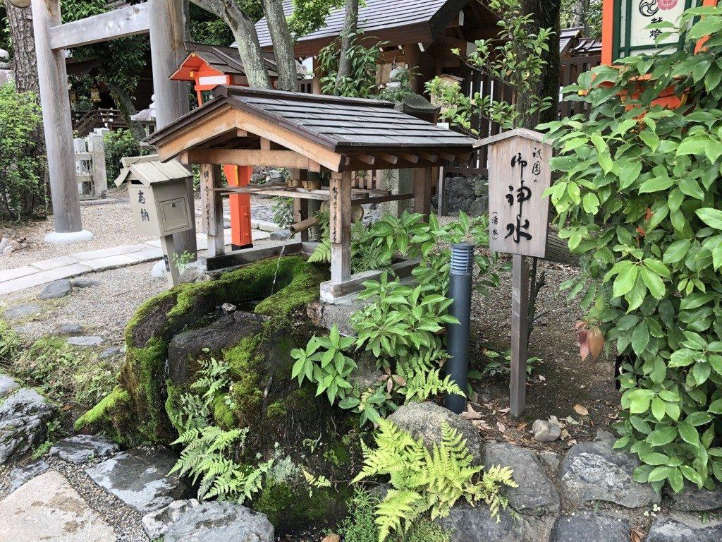 京都八坂神社の祇園の御神水