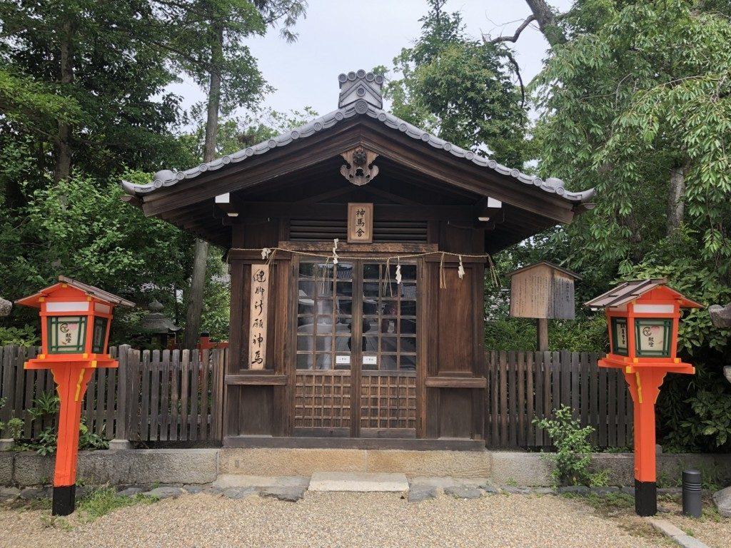 京都八坂神社の神馬舎