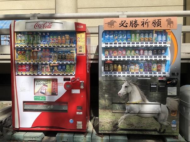 藤森神社 ファンファーレ自動販売機