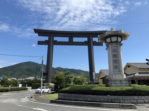 日本一のスケール!高さ32.2mの大鳥居がお出迎え