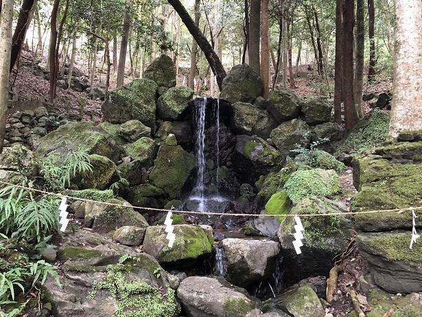 出雲大神宮 マイナスイオンに癒される「御蔭の滝」