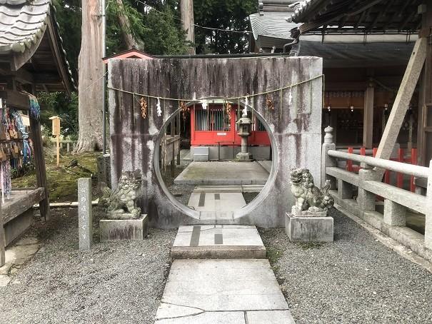 稗田野神社 石の環くぐり