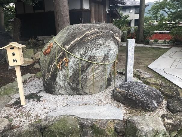 稗田野神社 必勝気力石