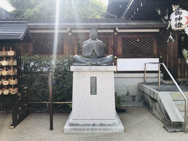 天体観測をしている「安倍晴明像」 晴明神社