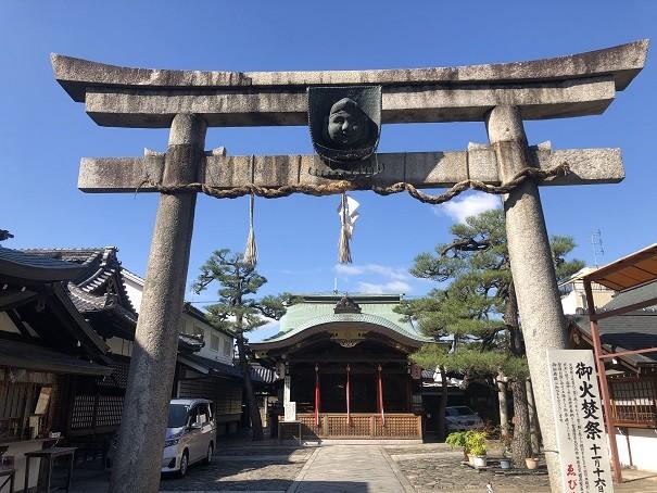 福箕に上手くお賽銭を入れて願いが叶う「二の鳥居」 京都ゑびす神社
