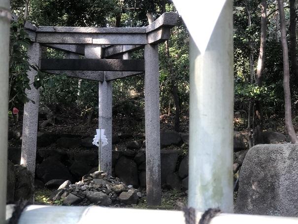 全国唯一の「三柱鳥居」がある神社「木嶋神社」
