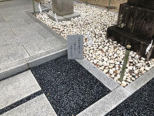 辛国神社 玉砂利