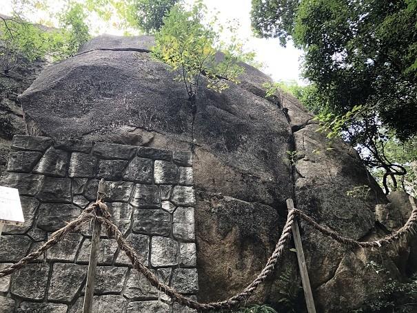 越木岩神社 甑岩