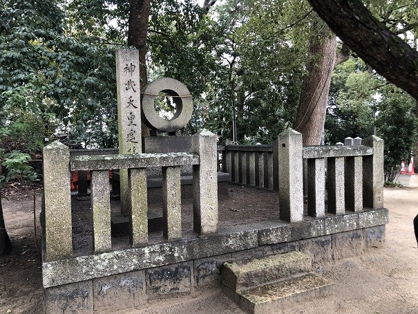 亀之森住吉神社 神武天皇御陵遥拝所