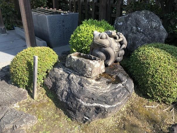 西院春日神社 一願蛙