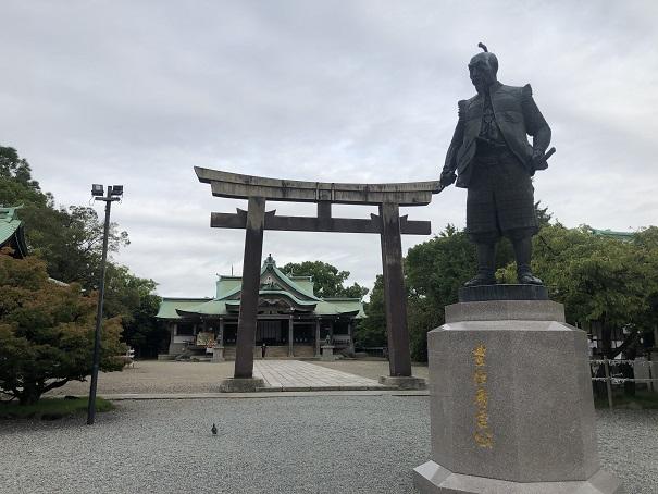 大阪城主である秀吉公の銅像