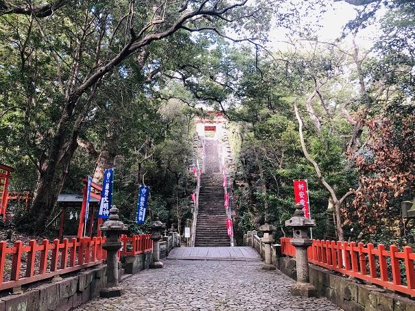 紀州東照宮の108段の煩悩階段「侍坂」がヤバすぎる!急すぎて手すりは必至!