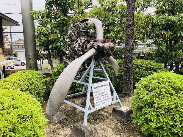 ジェットエンジンや戦闘機の機首部が展示飛行神社