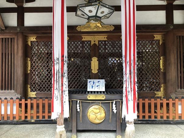 三柱をお祀りする社殿岩屋神社