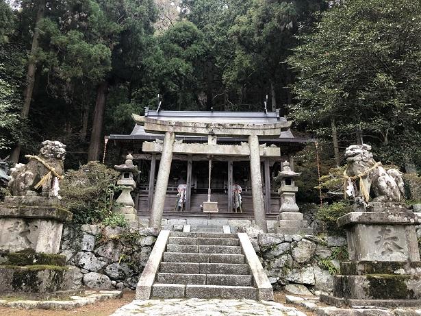 高天彦神社鳥居本殿はなくご神体は背後の白雲岳