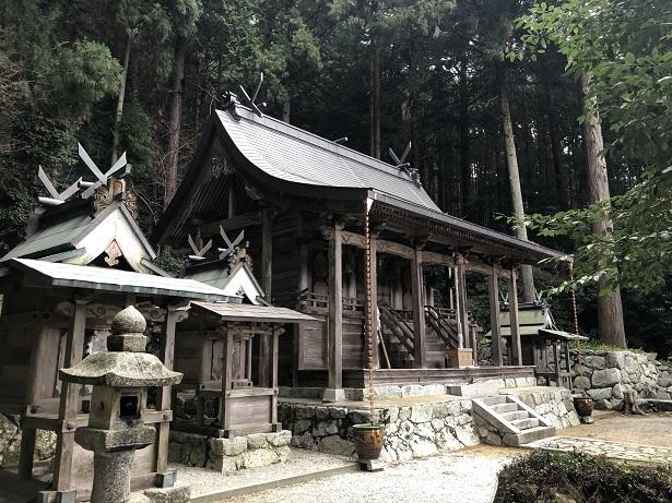 高天彦神社本殿はなくご神体は背後の白雲岳