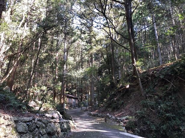 天の岩戸恵利原の水穴参道