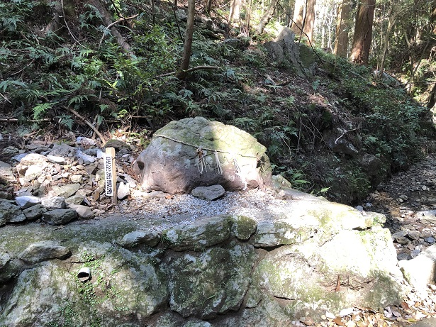 天の岩戸恵利原の水穴参道足形跡遺跡